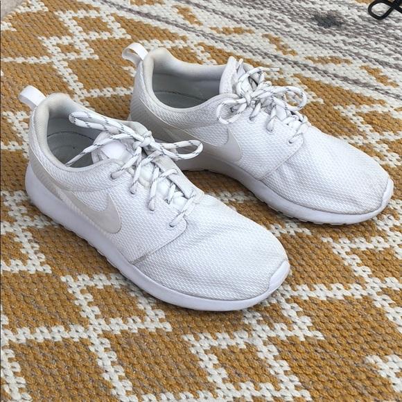 Nike Shoes - White Nike Roshes - Women s- Size 7 e2faa7f36